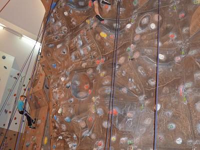 Klettertraining für den Schul-Kletter-Cup in der Kletterhalle in Ittling
